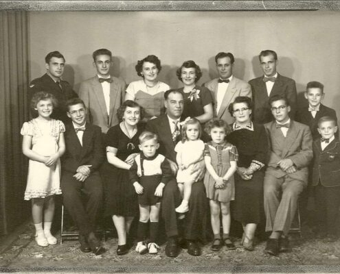 Group photo of Théodule Lalonde and family