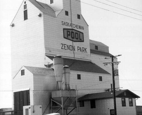 Saskatchewan Wheat Pool grain elevator in Zenon Park