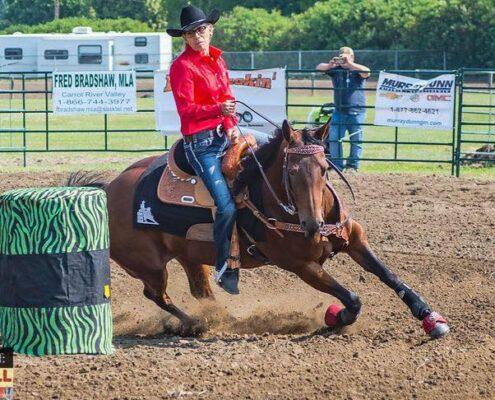 Sherry Moyen barrel racing (photo: Joanne Francis)